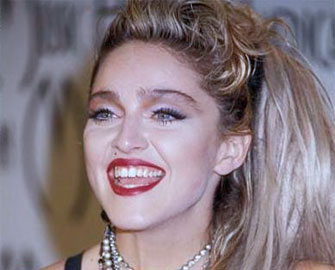 Nữ ca sĩ Madonna có Đào Hoa tại Trụ Giờ
