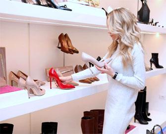 Chọn giày dép, quần áo theo màu sắc cải mệnh luôn đem lại may mắn cho bạn