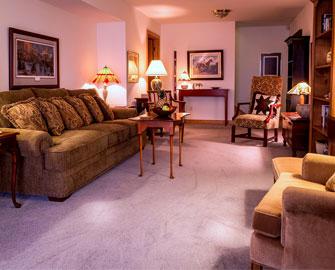 Phòng khách với màu sắc và hình dạng đặc biệt thích hợp với người Dụng Hỉ Hỏa Thổ